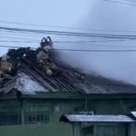 В частном секторе Кургана загорелся дом